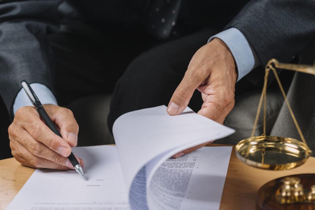 vender con éxito una asesoría requiere de un especialista legal en el equipo